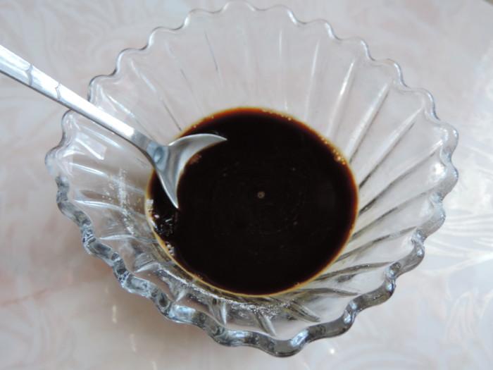 Повітряний шоколадний бісквіт з какао і розчинною кавою