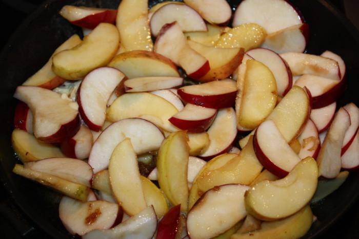 Карамелізіруем яблука