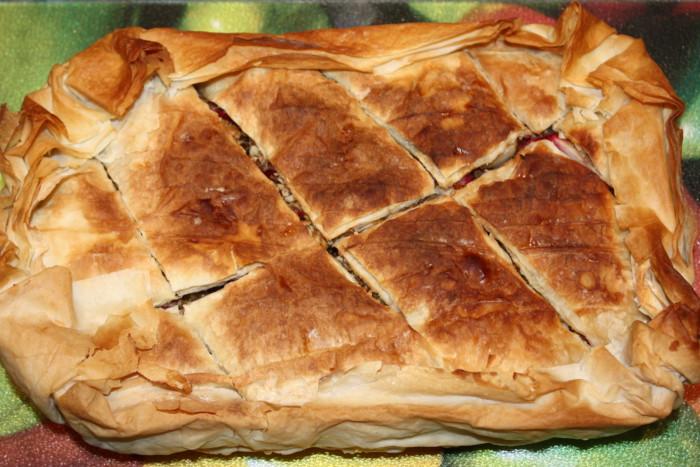Домашня пахлава з тіста філо з яблуками і лавандовим сиропом