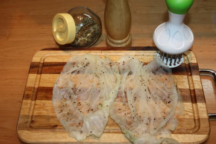 Шніцель з капусти з сиром і начинкою з овочів