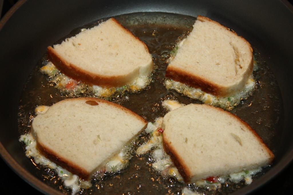 Прості гарячі бутерброди на сковороді