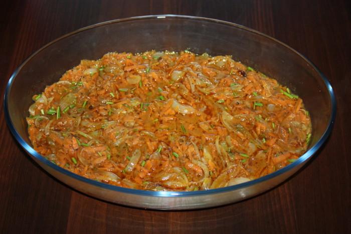 Фрикадельки в духовці з підливою з овочів