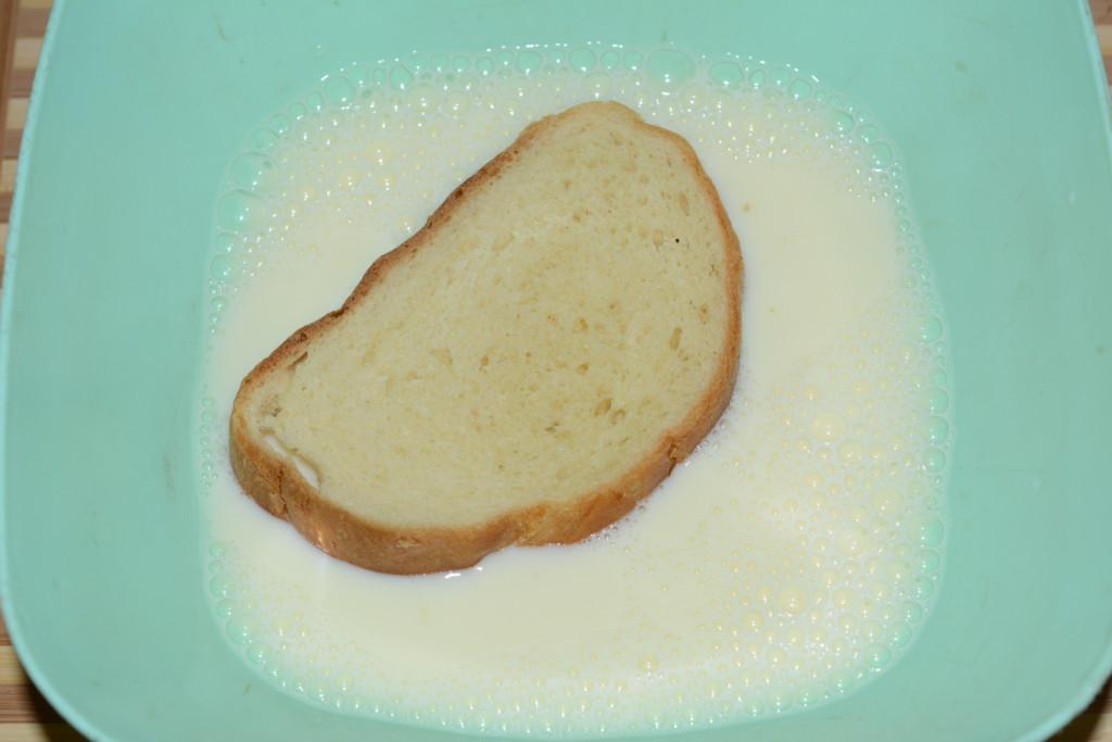 Вмочуємо хліб