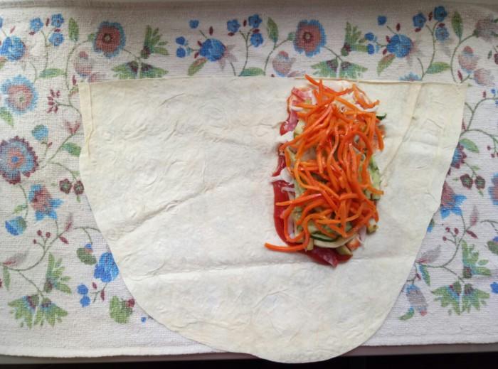 Домашня шаурма з ковбасою, сиром, корейською морквою