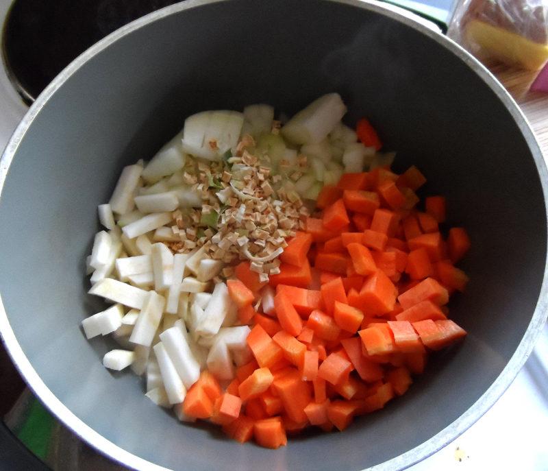 Рубіновий суп-пюре з різних овочів