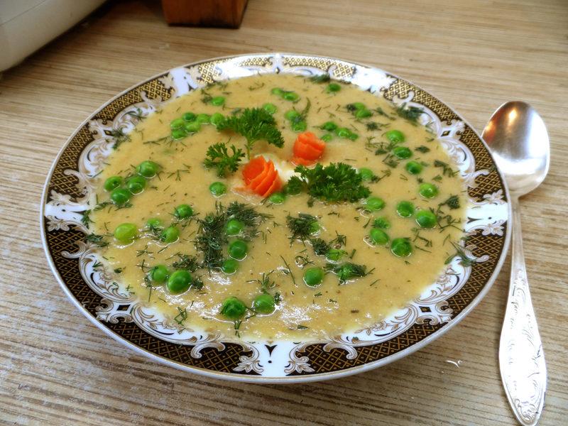 Гарбузовий суп-пюре з вершками і м'ясом курки