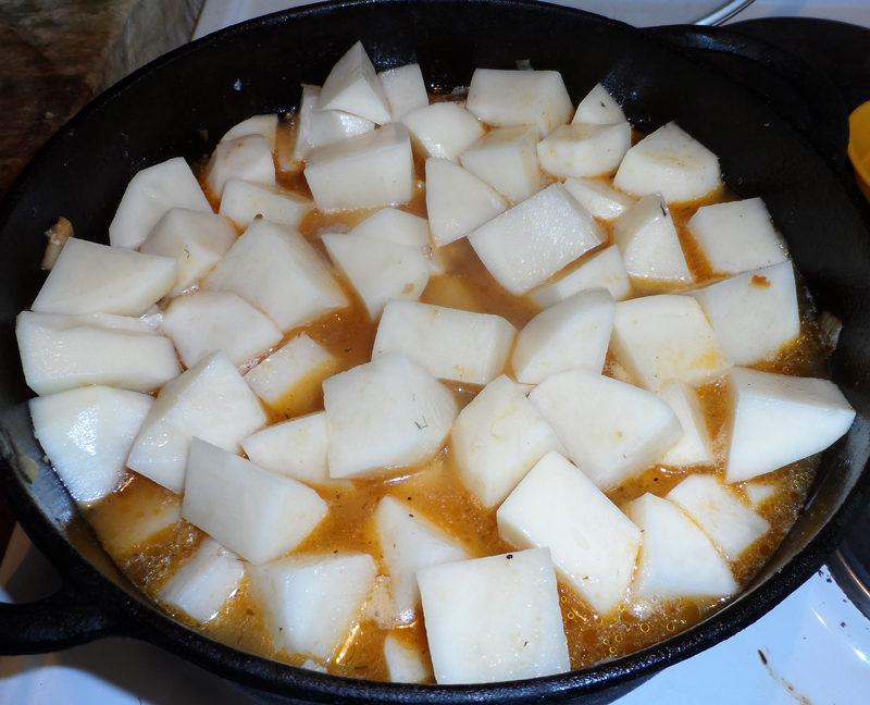 Суп-гуляш по-угорськи з чипетке