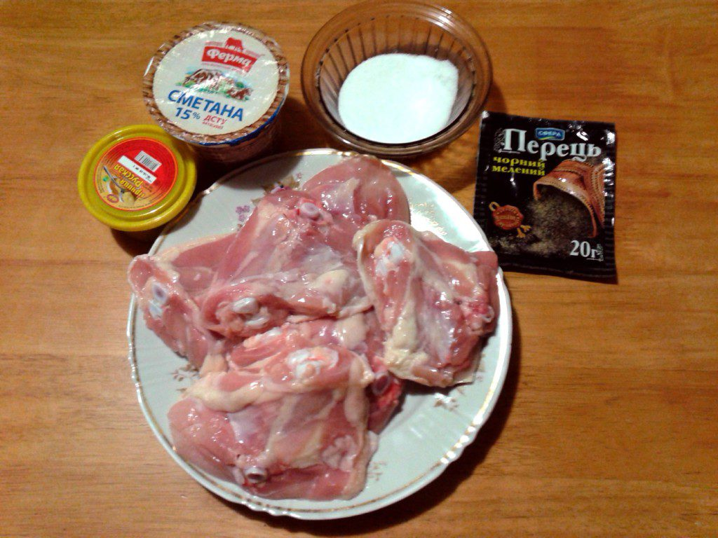 Смажені курячі стегна на сковороді