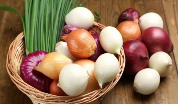 Солена, мочена або квашена цибуля на зиму – м'яка і корисна закуска