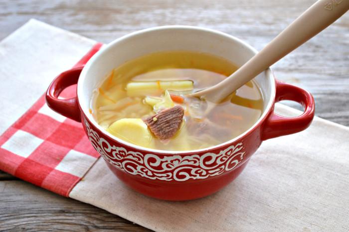 М'ясний суп зі свіжою капустою і рисом – смачний дієтичний капустяний суп з яловичиною
