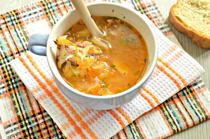 Суп з квашеної капусти з куркою і картоплею – кислі щі