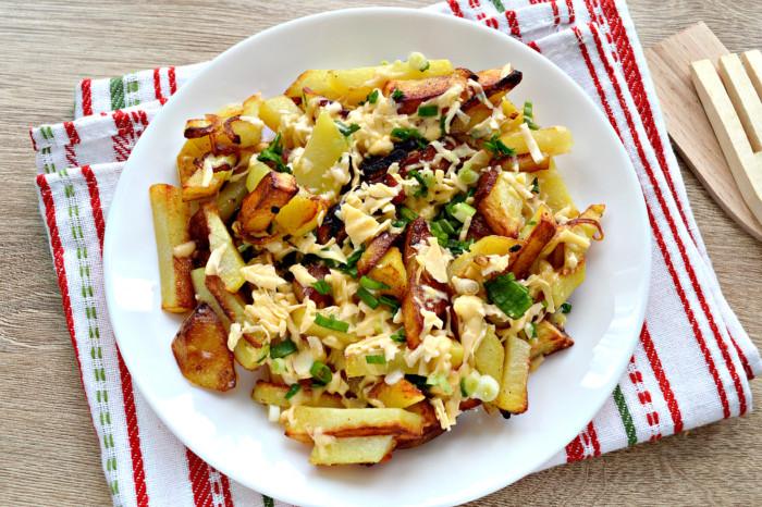 Смажена картопля з сиром на сковороді – смачний картопляний гарнір