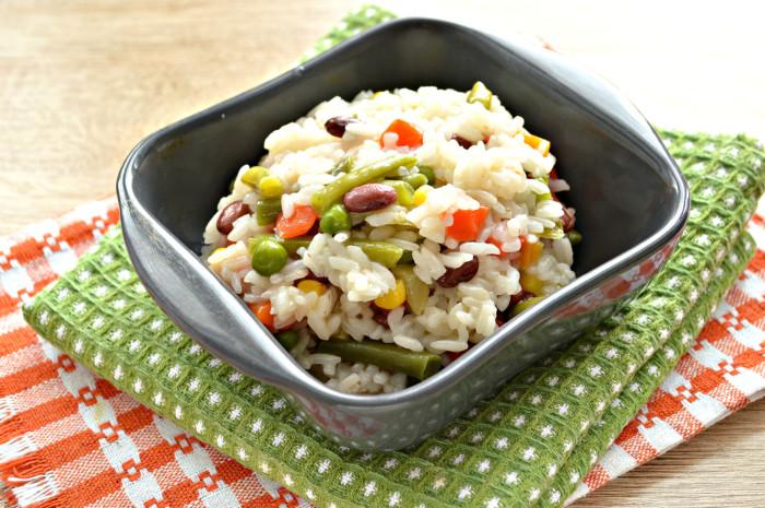 Рис з мексиканською сумішшю на сковороді – смачний пісний гарнір
