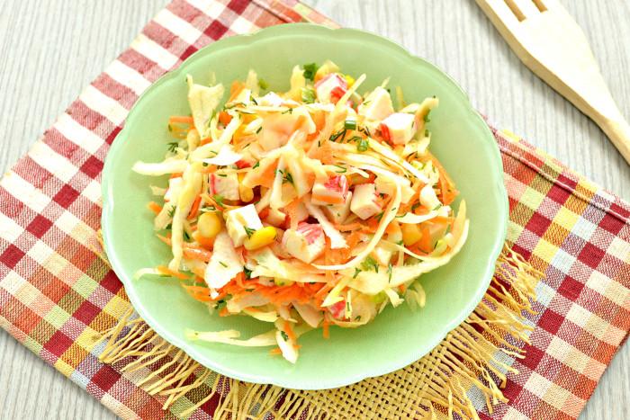 Пісний салат з крабовими паличками без майонезу