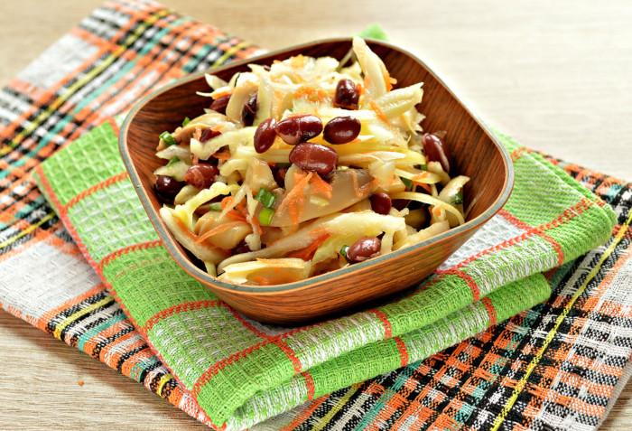 Пісний салат з квасолею і овочами без майонезу