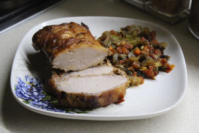 Запечена свиняча корейка з овочами і грибами по особливому