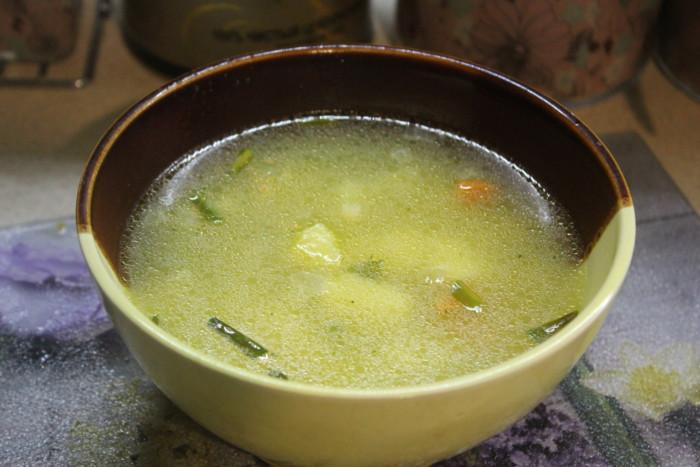 Смачний гороховий суп без м'яса: з зеленим горошком, картоплею і макаронами