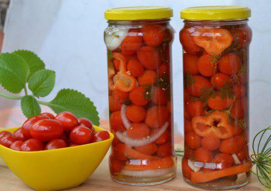 Як солити помідори черрі на зиму