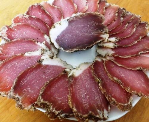 Як солити м'ясо для копчення – сухий посол на зиму