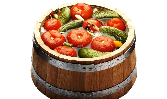 Як солити помідори в бочці на зиму – простий рецепт