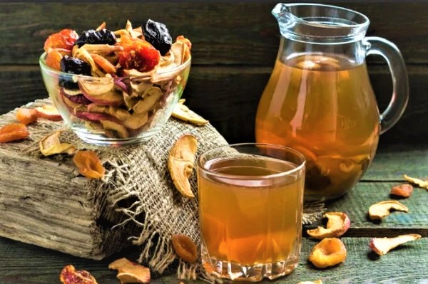 Домашній узвар із сухофруктів і шипшини – як варити узвар правильно і смачно